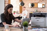 Tyylikäs tulostin sopii työpöydällesi