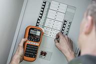 PTE110VP:llä merkitset sähkökeskuksen kytkennät