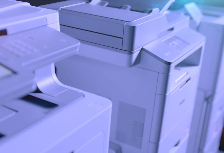 Brotherin laitteet rivissä: MFC-L9570CDW, MFC-L6900CDW ja HL-L9310CDW.