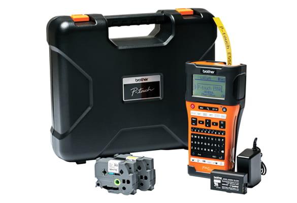 PT-E550WVP-tarratulostimen mukana saat laukun, verkkolaitteen, litiumioniakun, USB-kaapelin ja 2 tarranauhaa