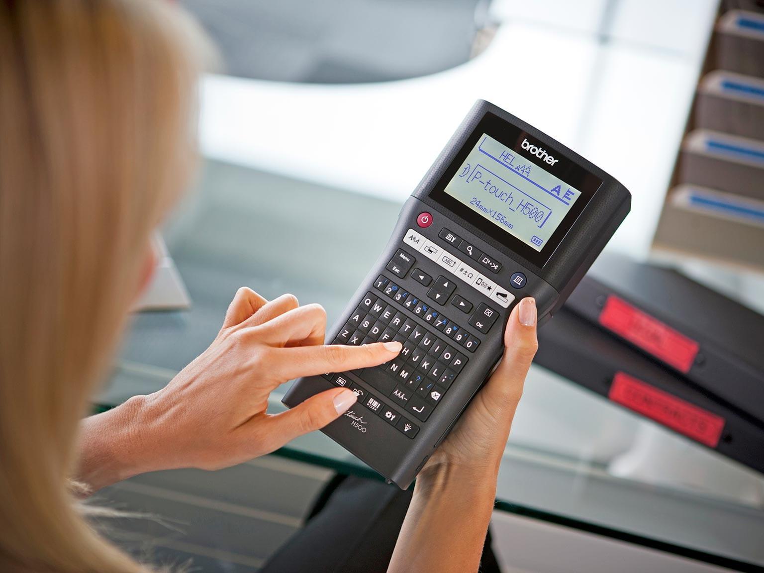 PTH500 Tarratulostin kulkee helposti mukanasi, joten voit tulostaa missä haluat