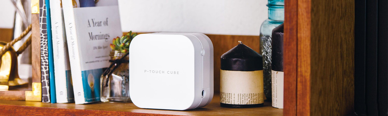 P-touch CUBE mahtuu helposti hyllylle
