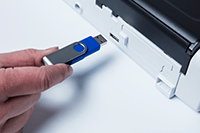ADS-1200-skannerilla voit skannata USB-muistitikulle