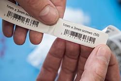 Tuotetietoa ja viivakoodi etikettitulostimella