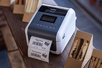 Brother TD-4550DNWB tulostaa sisältömerkintää voileipäpakkaukseen