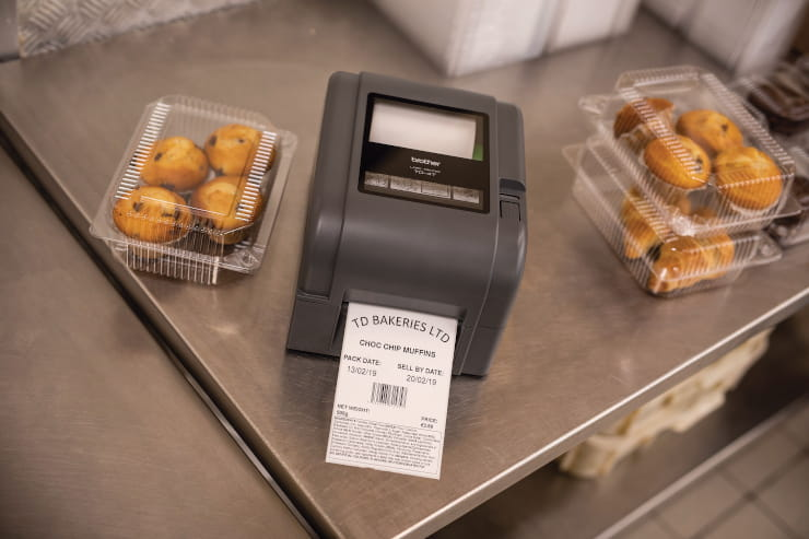 TD4-tulostin tulostaa tuotetietoja muffinsseihin