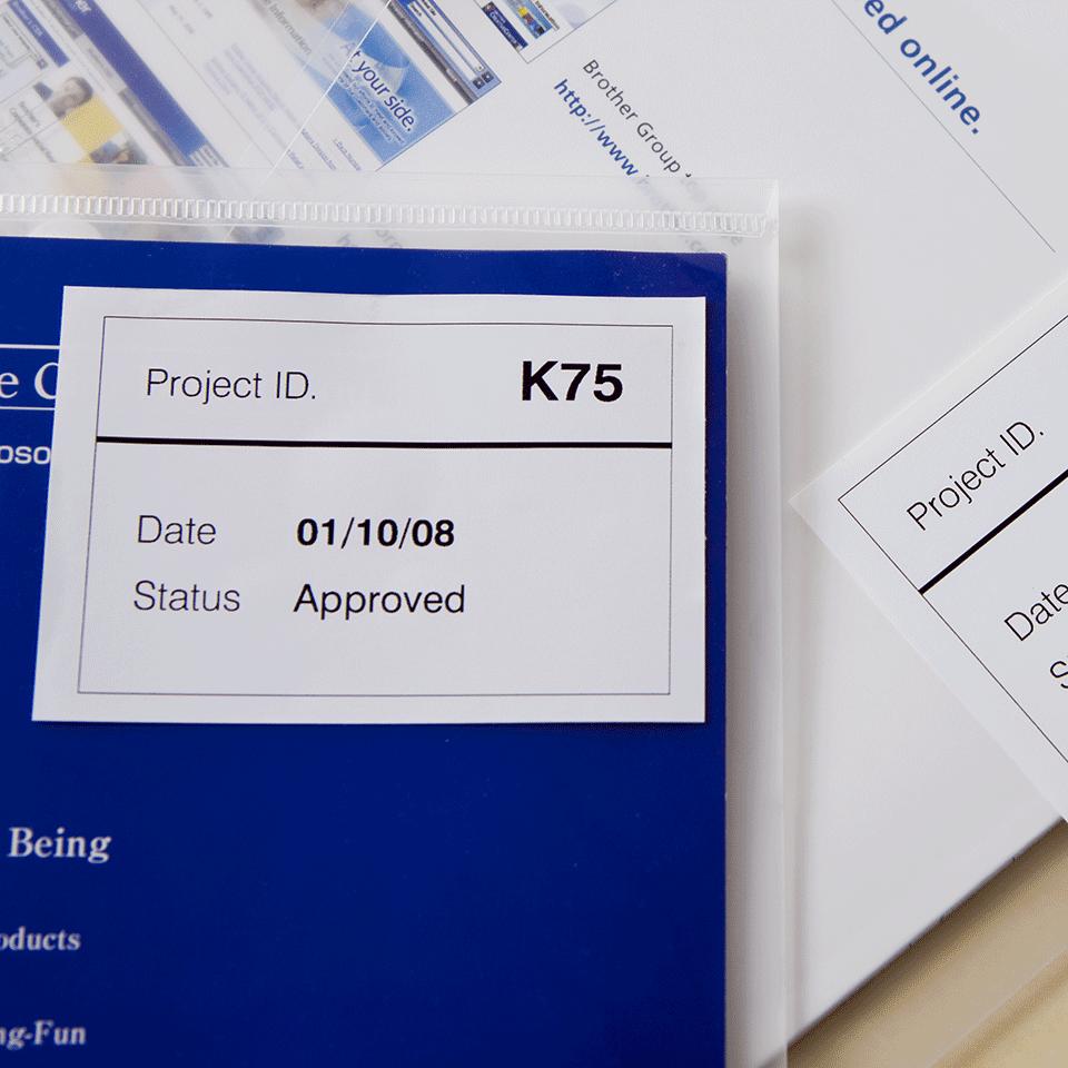 Brotherin alkuperäinen DK44205-rullatarra, helposti irrotettava - Musta/valkoinen, 62 mm.  2