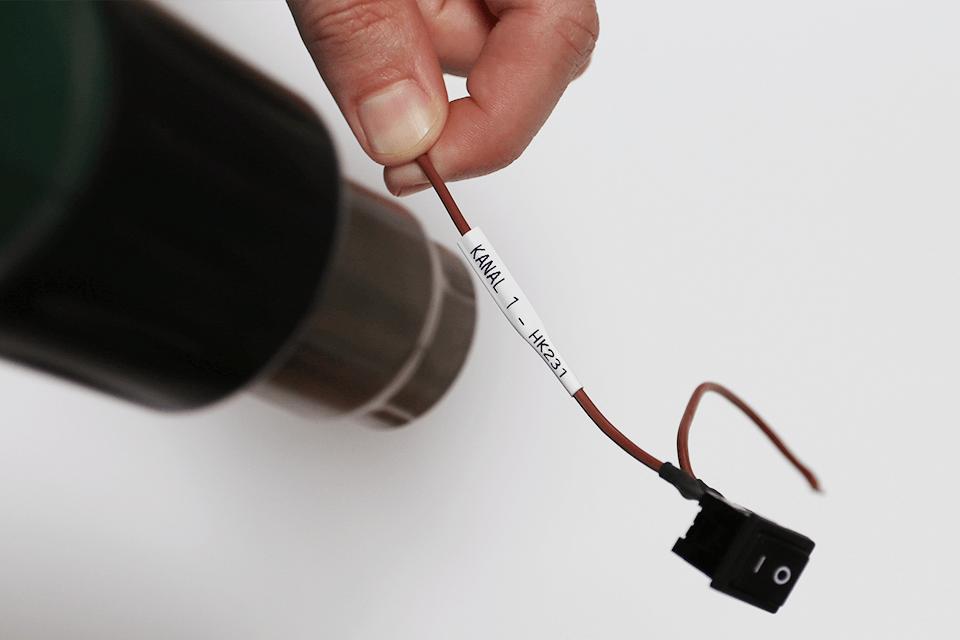 Alkuperäinen Brother HSe221 -kutistesukka – musta teksti valkoisella pohjalla, 8,8 mm 4