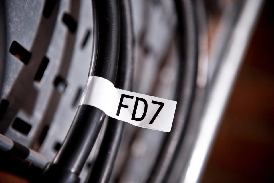 Alkuperäinen Brother TZeFX251 -taipuisa tarranauha – musta teksti valkoisella pohjalla, 24 mm 4