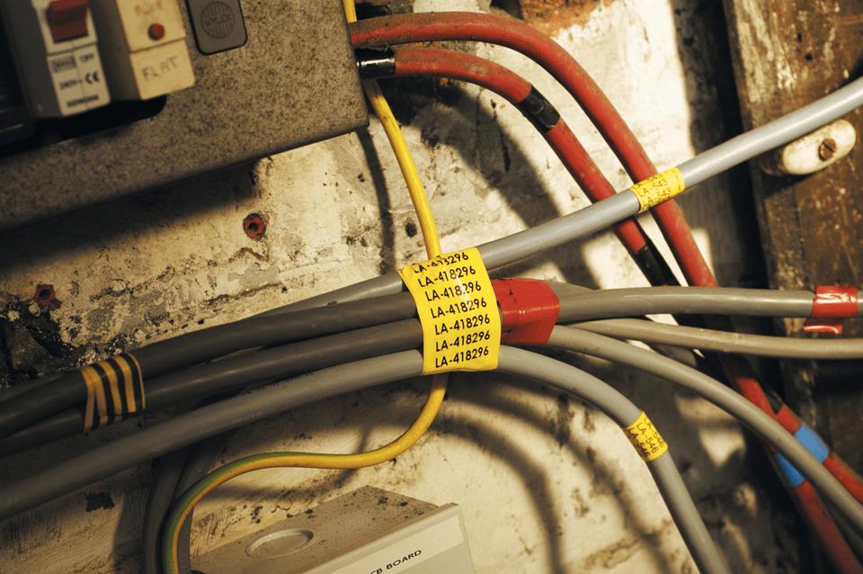 Alkuperäinen Brother TZeFX651 -taipuisa tarranauha – musta teksti keltaisella pohjalla, 24 mm 4
