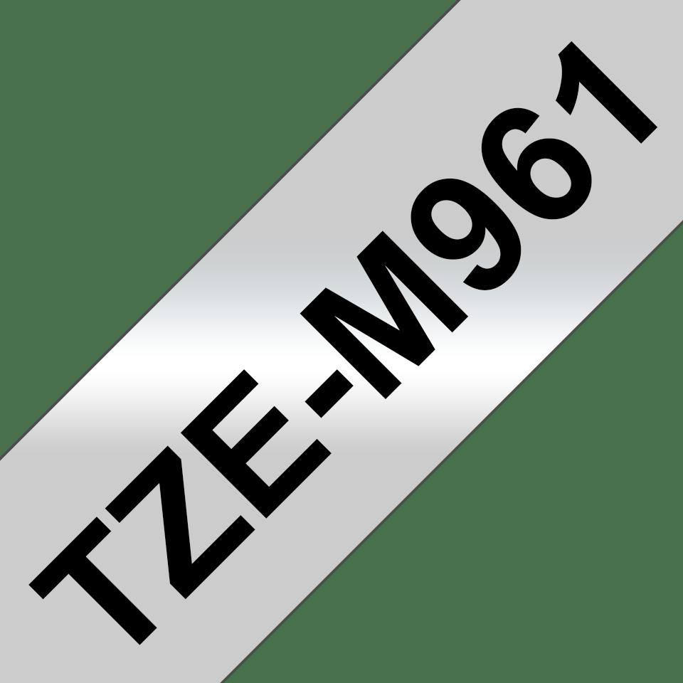 Brotherin alkuperäinen laminoitu TZeM961-mattametallitarranauha – musta teksti mattahopealla pohjalla, leveys 36 mm 3