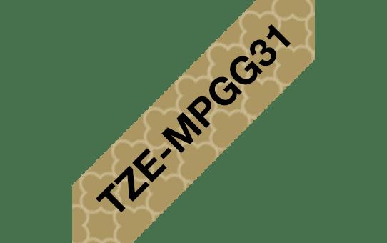 Alkuperäinen Brother TZeMPGG31 -tarranauha – musta teksti kullanvärisellä geometrisesti kuvioidulla pohjalla, leveys 12 mm 3