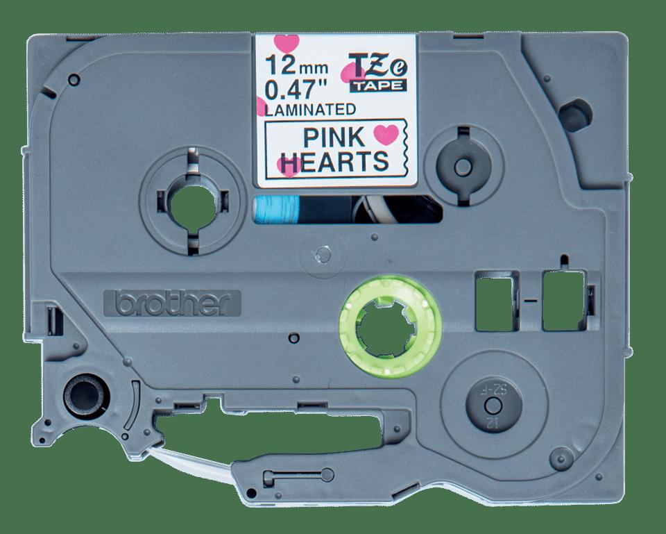 Alkuperäinen Brother TZeMPPH31 -tarranauha, leveys 12 mm, musta teksti valkoisella pohjalla, jossa on pinkkejä sydämiä.