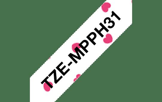 Alkuperäinen Brother TZeMPPH31 -tarranauha – musta teksti/pinkin sydämin kuvioitu pohja, 12 mm