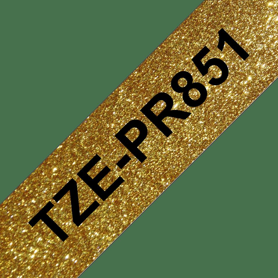 Alkuperäinen Brother TZePR851 -premium tarranauha – musta teksti kullanvärisellä pohjalla, 24 mm