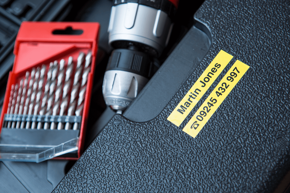 Alkuperäinen Brother TZeS621 -lujasti kiinnittyvä tarranauha – musta teksti/keltainen pohja, 9 mm 4